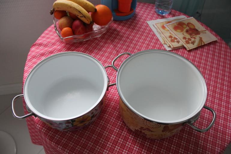 Чем почистить эмалированную кастрюлю внутри