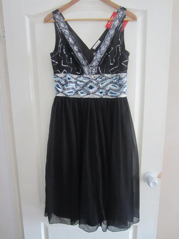 Вечернее платье . Размер 44-46 . Цена 2000 руб. Новое.