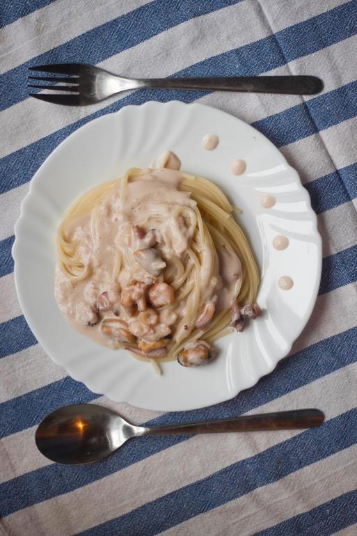 Морепродукты  в  сливочно-чесночном  соусе
