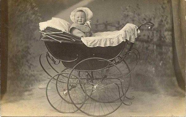 Детская коляска 1890 года.