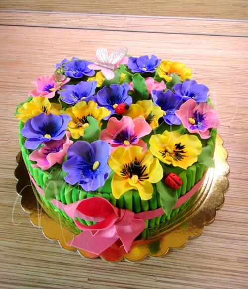 Торт с анютиными глазками фото