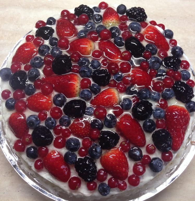 Торт  с  ягодами  по-быстрому)