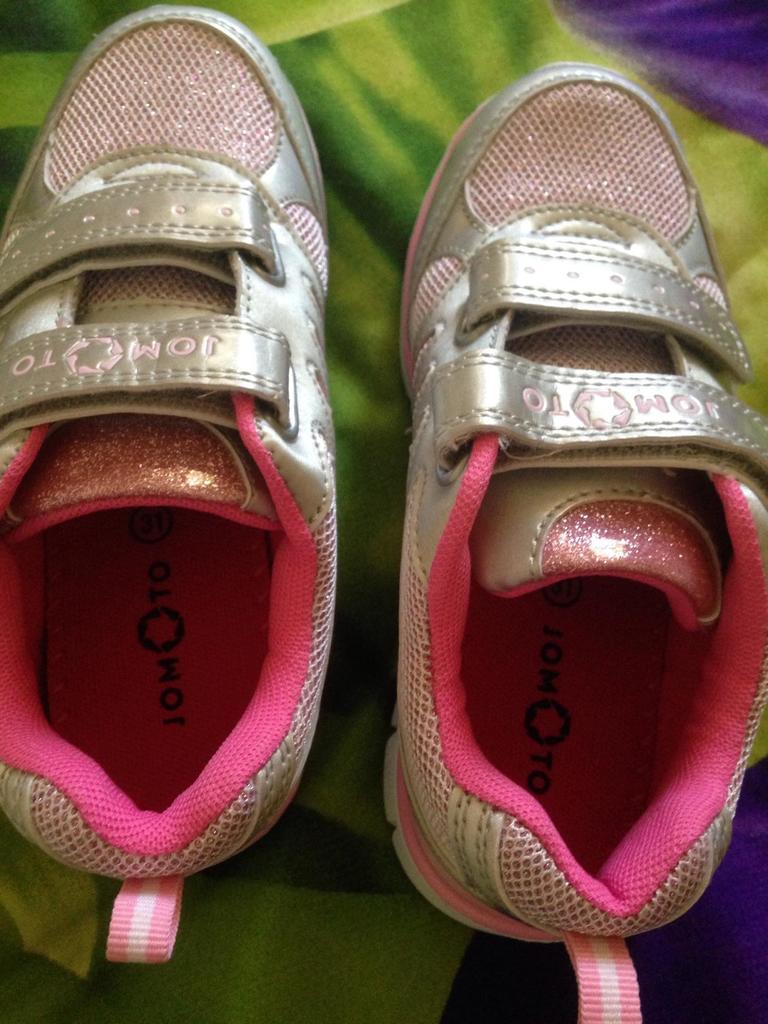Кроссовки на девочку новые