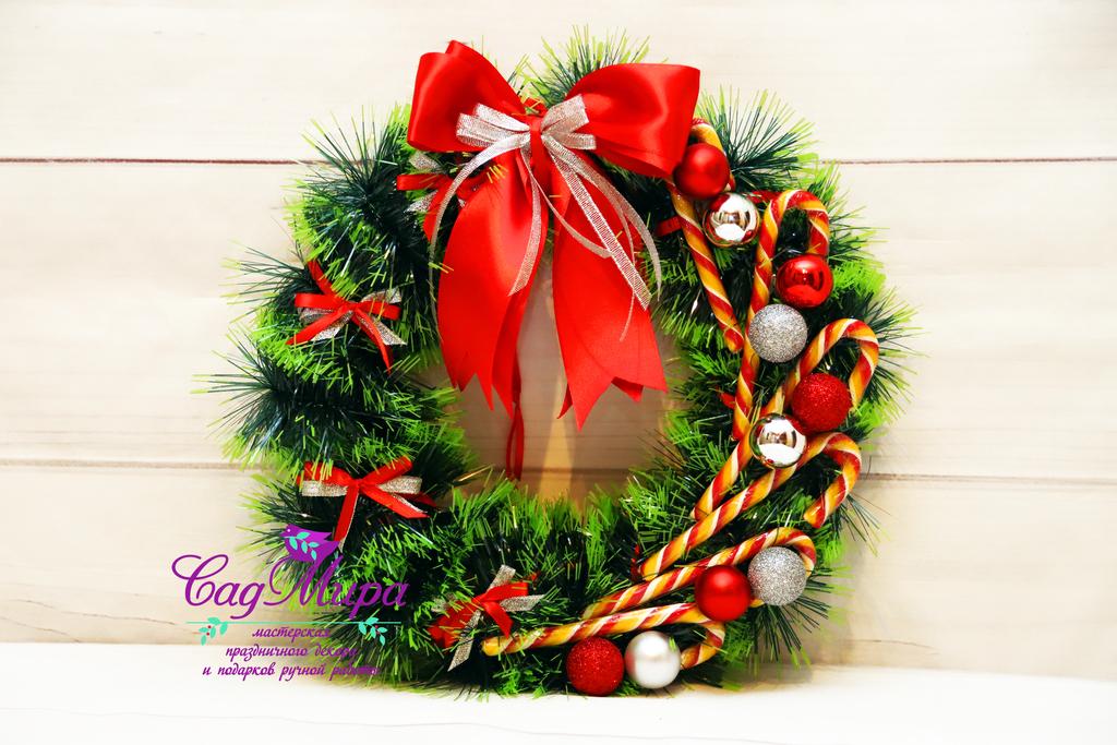 Рождественский венок на дверь.