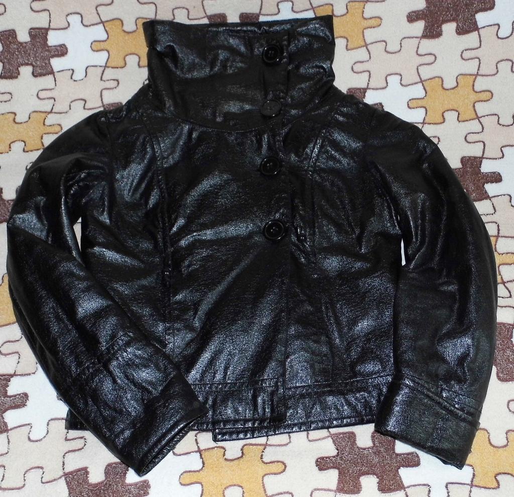 Стильная Куртка Zolla б/у 40-42 длинный рукав сезо