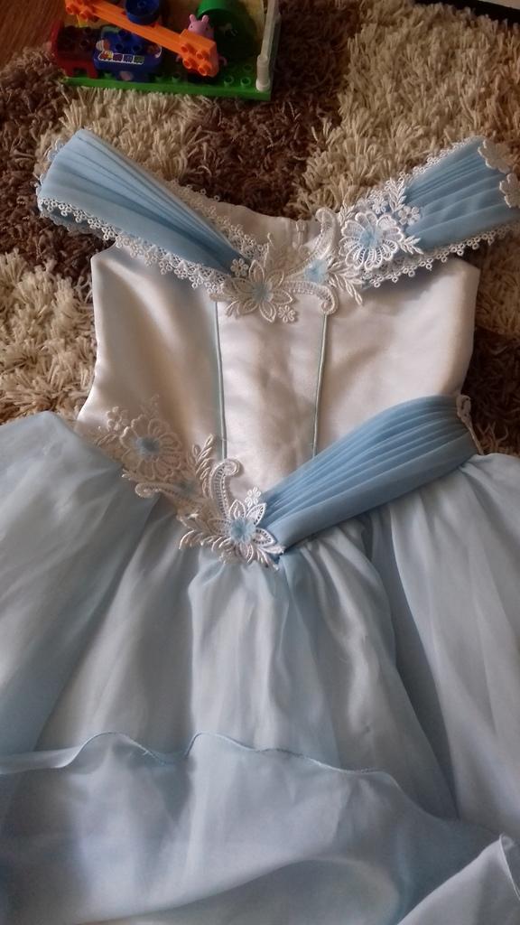 Нарядное платье  130  см.