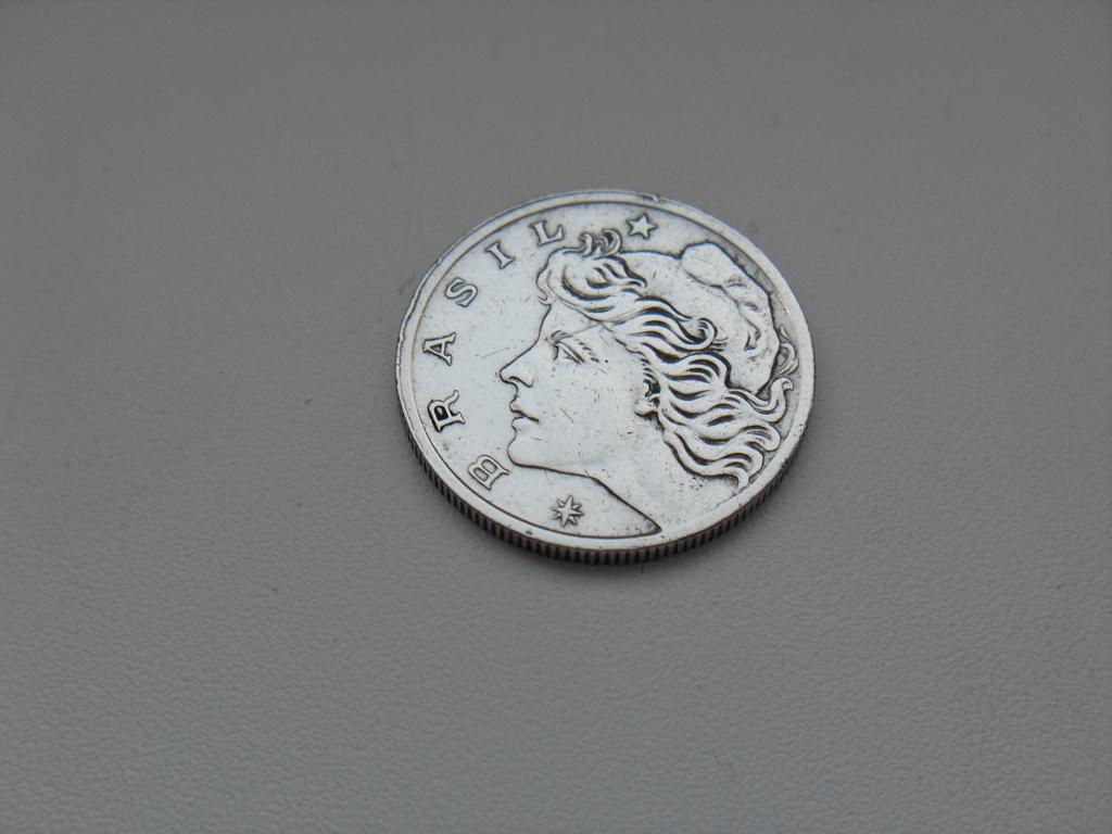 Монета 10 Сентаво 1967 год Бразилия
