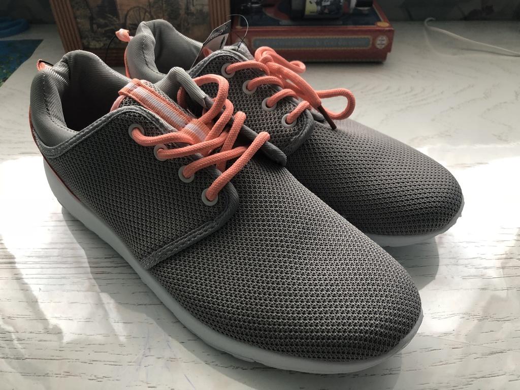 Новые кроссовки, балетки