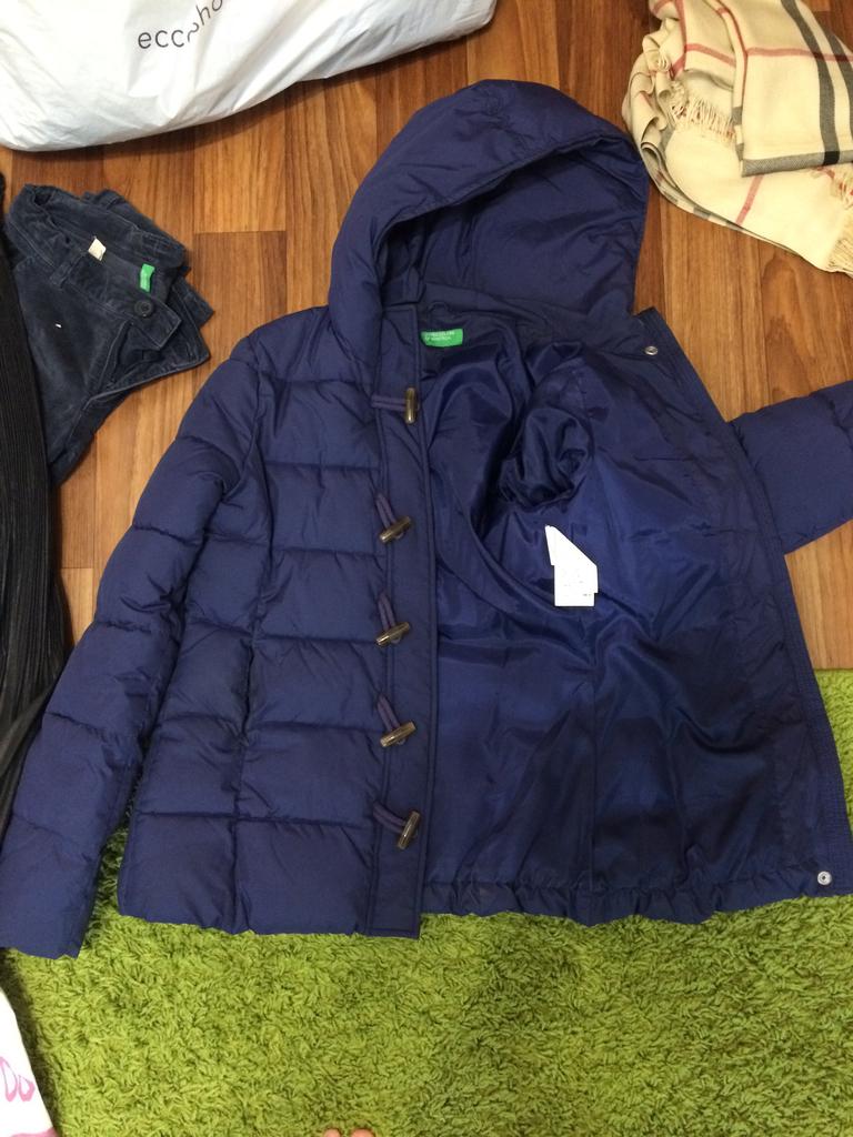 2 хорошии куртки benetton /icapark