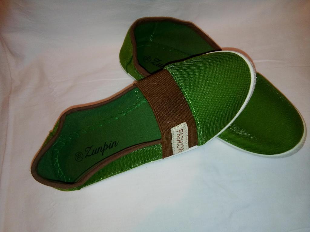 Тапочки новые зелёные мягкие
