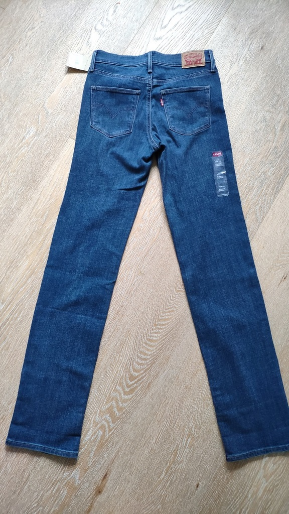 Levi's Slimming Straight Новые, р.W26xL34 (42)