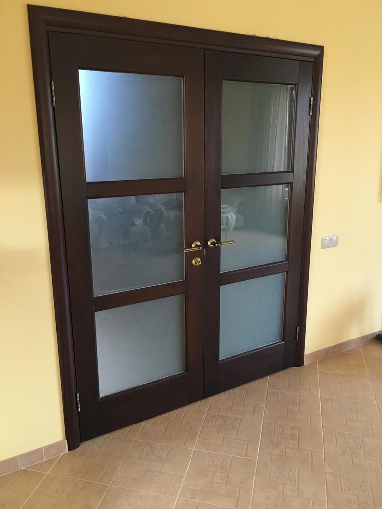 Новый комплект межкомнатных дверей из массива с ос