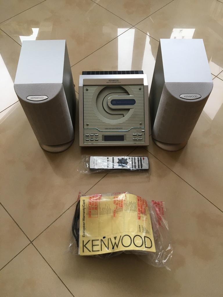 Новый музыкальный центр Kenwood HM-233 серебристый