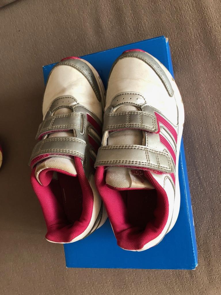 Кроссовки Adidas, 2 пары, на ножку 19-19,5 см.