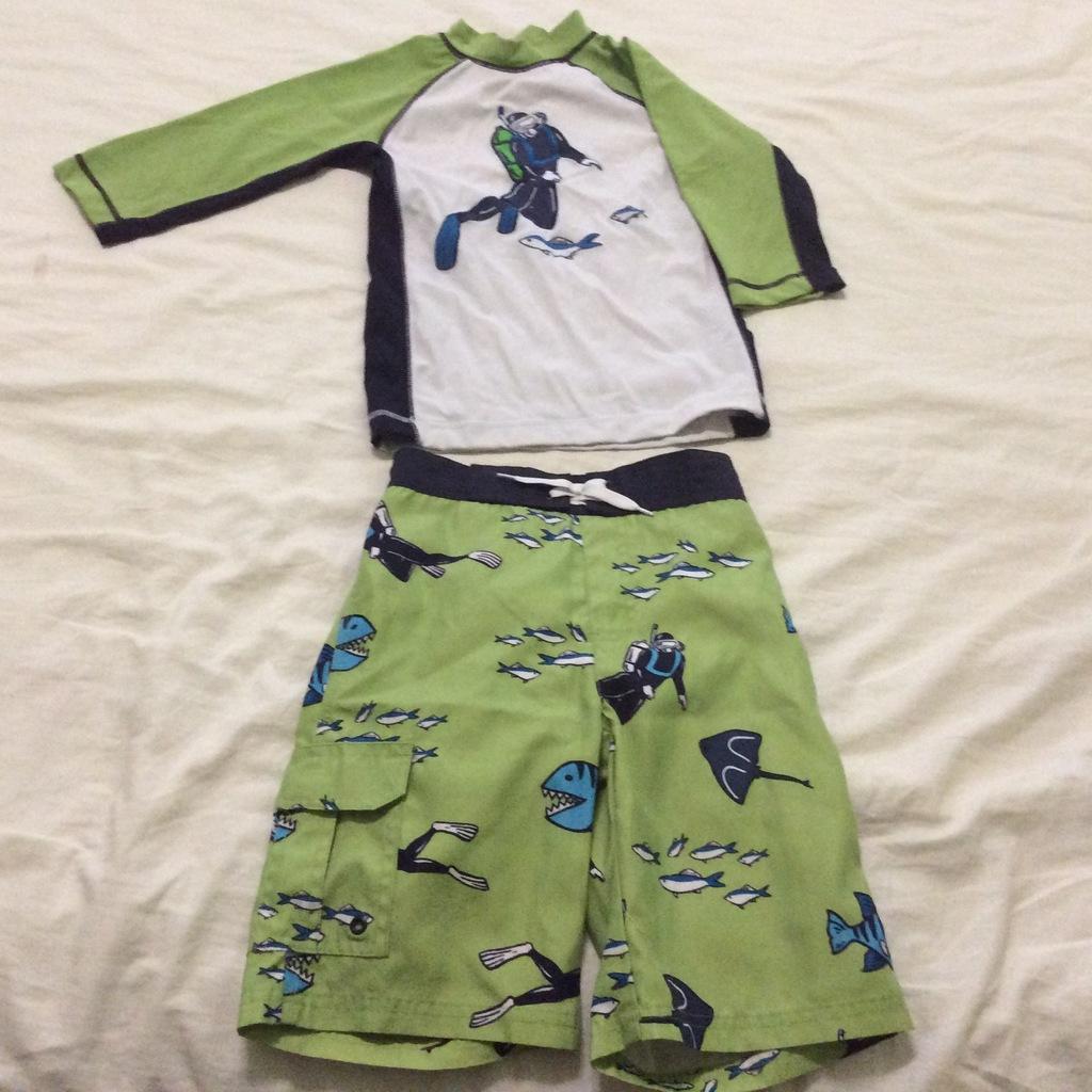 Продаю костюм для купания на мальчика 7л Gymboree
