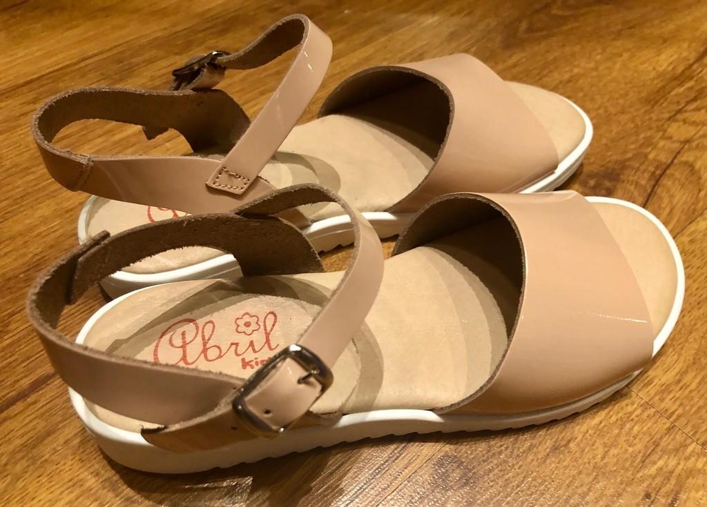 Новые босножки для девочки разм. 33