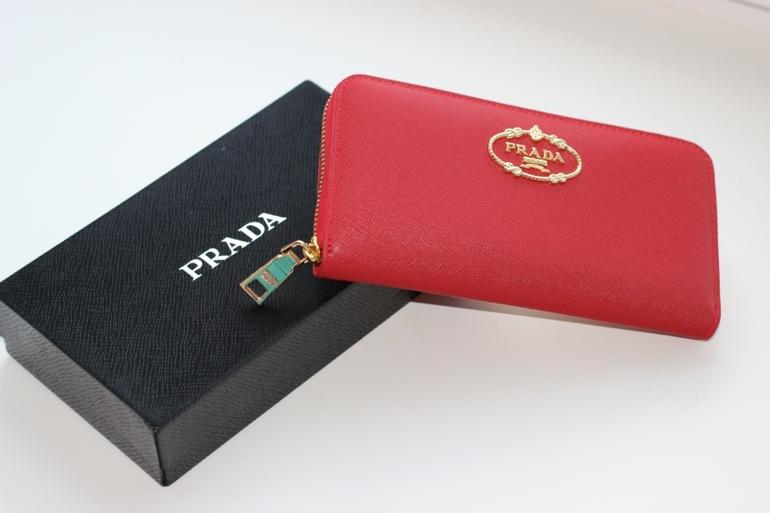 b09a216d6961 3) Женское Портмоне на молнии Prada Материал  натуральная кожа Размер   20 10 Цвета  красный, черный, коричневый, розовый Цена 1990