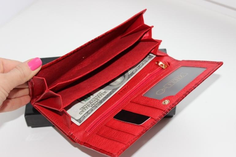 6cad5448e3d7 Женский кошелек Fendi на кнопке на молнии Материал  Натуральная кожа лак