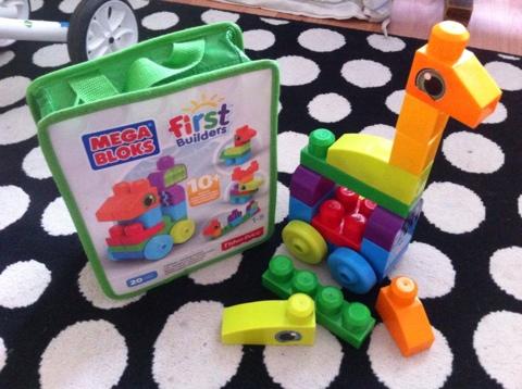 Игрушки во всех дырках фото 535-816