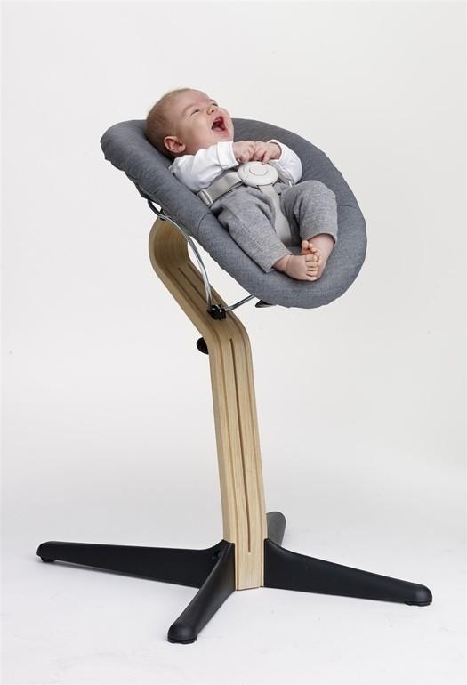 долбят на стуле