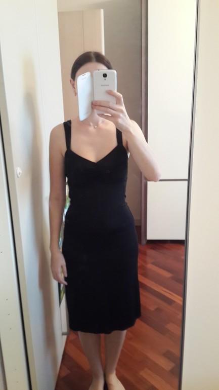 Одно из моих любимейших платьев. СИдит по фигуре. Тонкая,