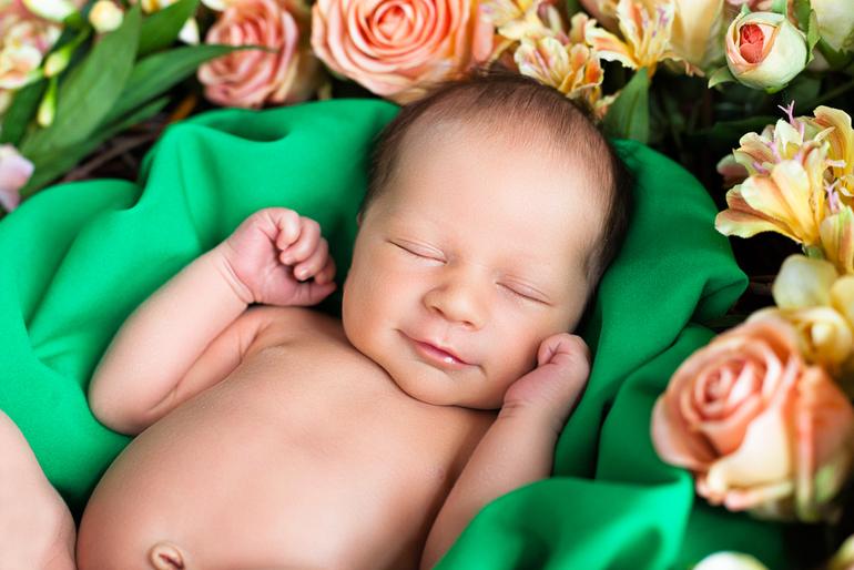 открытки с малышами в цветах дети отдыхали