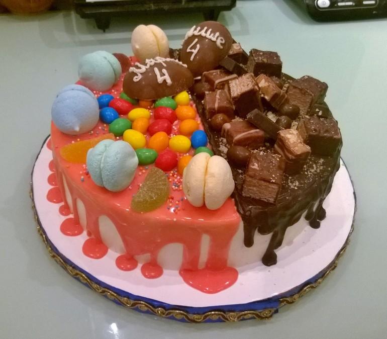 торт с шоколадными подтеками и ягодами рецепт