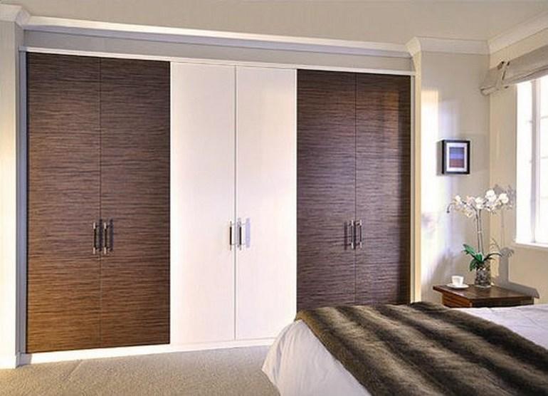 фото встроенный шкаф с распашными дверями