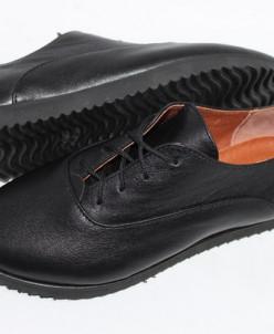 Кожаные туфли в спортивном стиле.