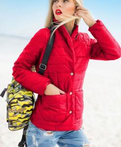 Красная осенняя куртка