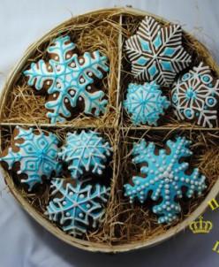 1007 Набор пряников «Снежинки» в бело-голубом дизайне
