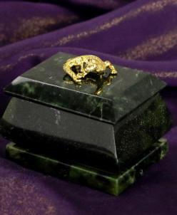 Шкатулка с ящерицей из змеевика, размер 5х7х5,5 см