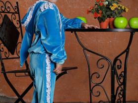 Велюровый костюм.