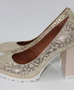 Кожаные туфли на удобном каблуке.
