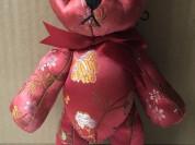 Медвежонок из атласной ткани