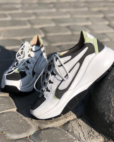 Стильные кроссовки на высокой подошве. Collection AW 20/21