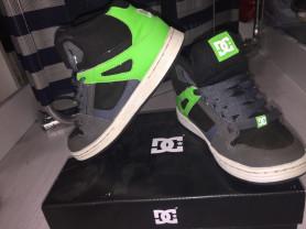 Продам фирменные кроссовки DCshoes 32