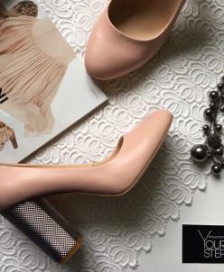 Кожаные туфли на удобном серебряном каблучке.