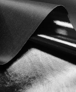 Лаковая экокожа, цвет черный