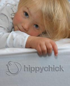 """Детская непромокаемая простынка """"Hippychick"""" (на резинке)"""