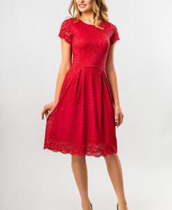 Красное платье с гипюром