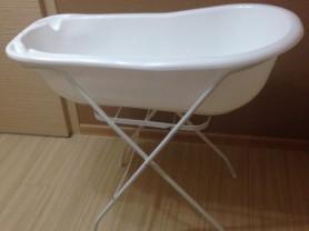 ванна на подставке со сливом и горкой