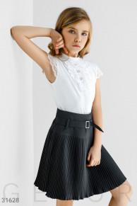 Блуза с кружевом белого цвета