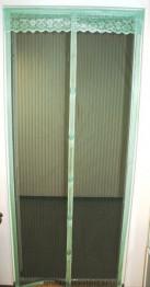 Магнитная сетка на дверь с птичками