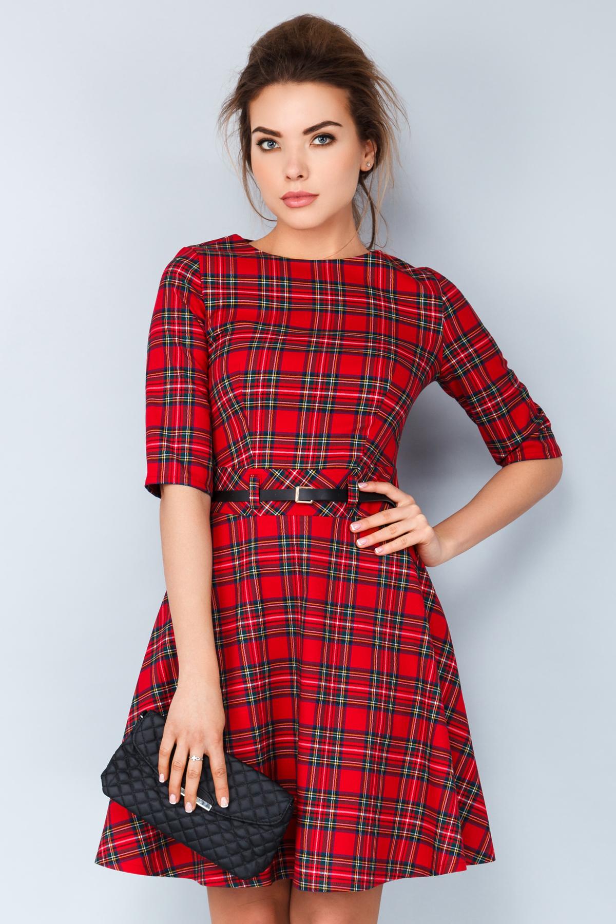 Платье в красно-черную клетку с поясом
