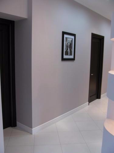 Плинтус в цвет дверей или пола