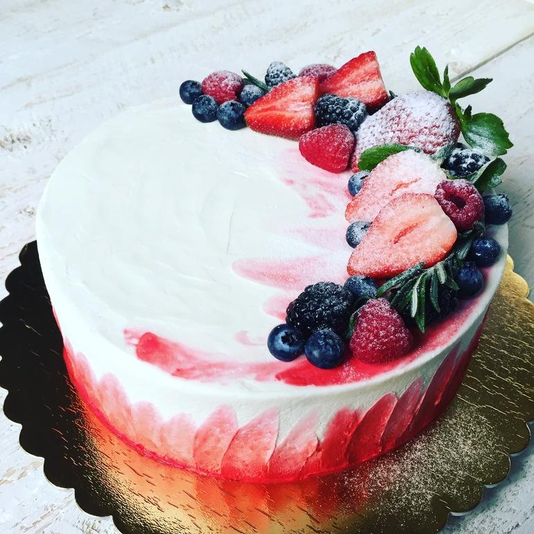 них торт с фотопечатью и фруктами снимок специалисты роскосмоса