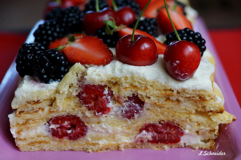 Торт молочная девочка с ягодами