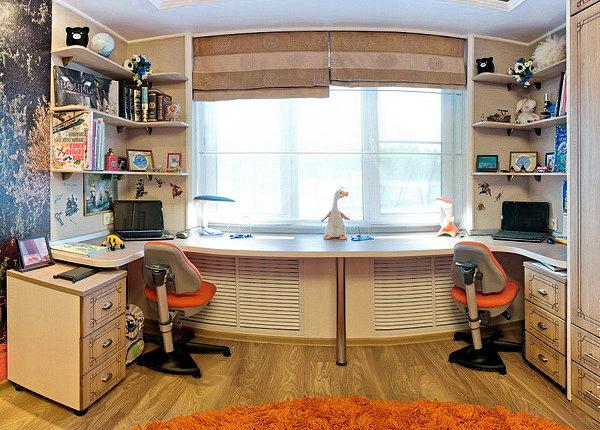 стол письменный под окном фото
