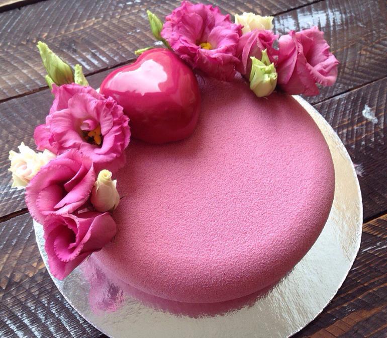 Украшение тортов фруктами сердце фото